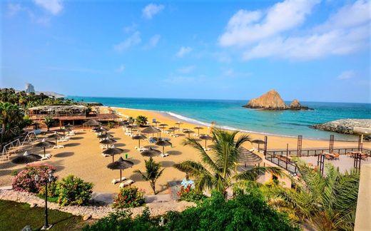Пляж отеля Sandy Beach